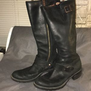 Women's knee-high Timberland boots